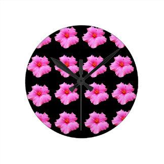 Relógio Redondo Flores cor-de-rosa do hibiscus no preto, _