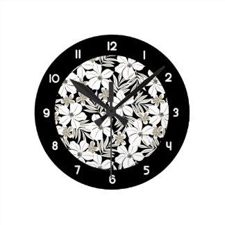 Relógio Redondo Flores tropicais brancas no preto