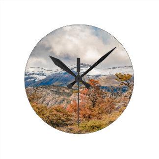 Relógio Redondo Floresta e montanhas nevado, Patagonia, Argentina