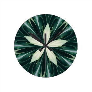 Relógio Redondo Folhas do branco em um caleidoscópio verde da