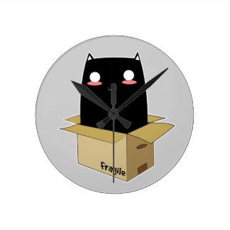 Relógio Redondo Gato preto em uma caixa