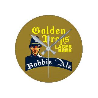 Relógio Redondo Gotas douradas/cerveja inglesa de Bobbie