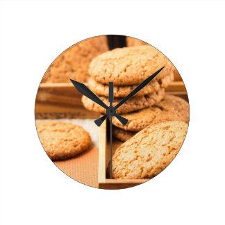 Relógio Redondo Grupo de biscoitos de farinha de aveia na bandeja