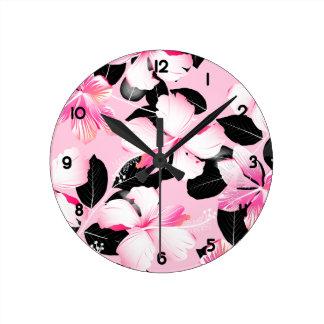 Relógio Redondo Hibiscus cor-de-rosa com folhas pretas