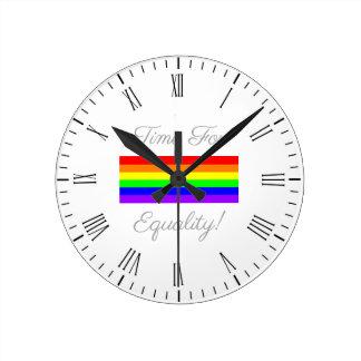 Relógio Redondo Hora para a igualdade!
