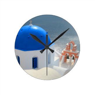 Relógio Redondo Igreja de Santorini na tarde Sun
