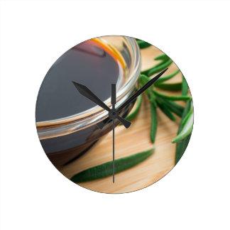 Relógio Redondo Imagem Defocused e borrada do molho de soja