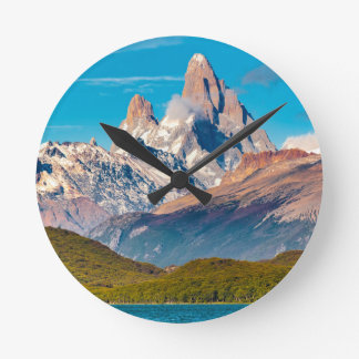 Relógio Redondo Lago e montanhas de Andes, Patagonia - Argentina