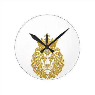 Relógio Redondo leão dourado na coroa - imitação do bordado