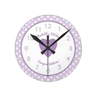 Relógio Redondo Lilac conhecido personalizado e bolinhas brancas