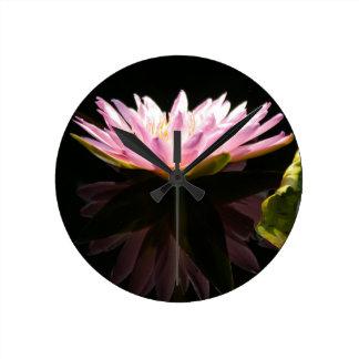 Relógio Redondo Lotus cor-de-rosa Waterlily