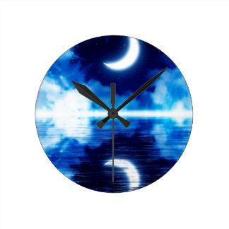 Relógio Redondo Lua crescente sobre o céu estrelado