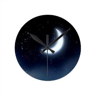 Relógio Redondo Lua crescente sobre Sky2 estrelado