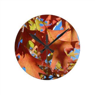Relógio Redondo Luz solar através das folhas de outono