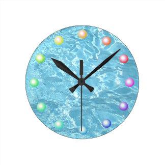 Relógio Redondo Luz solar Sparkling da água azul da piscina do