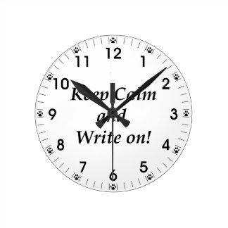 Relógio Redondo Mantenha a calma e escreva-a sobre