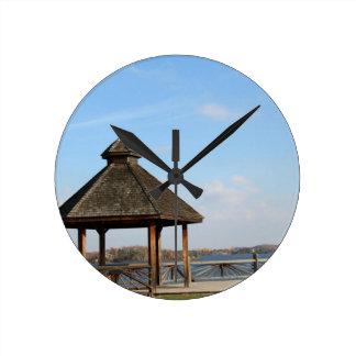 Relógio Redondo Miradouro sobre o lago