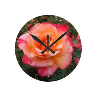 Relógio Redondo Multi flor bonito do rosa da cor