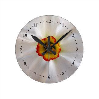 Relógio Redondo narciso do branco da pérola
