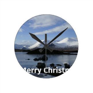 Relógio Redondo Neve do Natal na montagem preta, Scotland