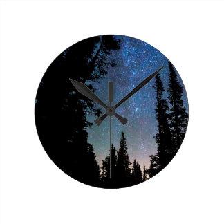 Relógio Redondo Noite da floresta da montanha rochosa