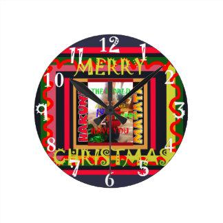 Relógio Redondo O mundo em torno de mim está feliz tê-lo colore-me