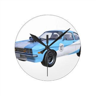 Relógio Redondo os anos 70 azuis e carro branco do músculo