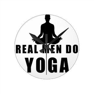 Relógio Redondo os homens reais fazem a ioga