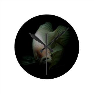 Relógio Redondo Peixes no retrato do tanque