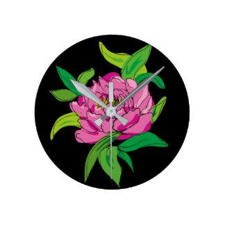 Relógio Redondo Peônia cor-de-rosa no preto