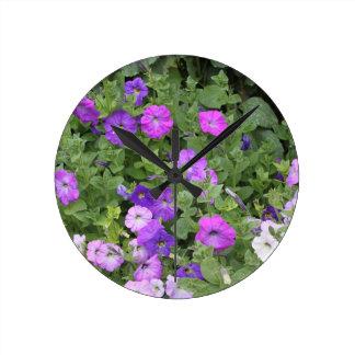 Relógio Redondo Petúnia roxo do tema do jardim do primavera das