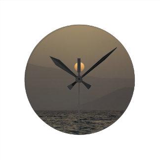 Relógio Redondo Por do sol sobre montanhas da ilha de Paros