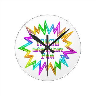 Relógio Redondo Qui da TAI mais divertimento