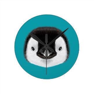 Relógio Redondo Retrato ilustrado do pintainho do pinguim de