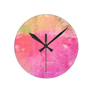 Relógio Redondo Rosa abstrato da aguarela do Grunge