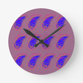 Relógio Redondo Rosa azul dos paisleys do design de Ethno