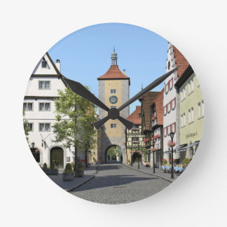 Relógio Redondo Rua principal da cidade de Baviera