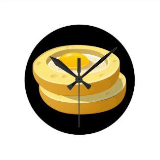 Relógio Redondo Sapo da comida do pulso aleatório em um furo