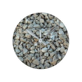 Relógio Redondo Seixos na fotografia da pedra da praia