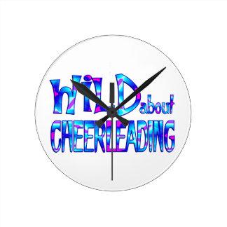 Relógio Redondo Selvagem sobre Cheerleading