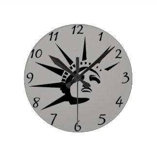 Relógio Redondo Senhora Liberdade