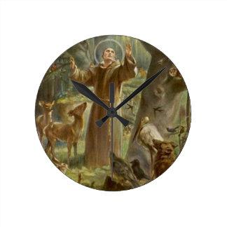 Relógio Redondo St Francis de Assisi cercou por animais