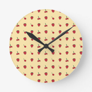 Relógio Redondo Teste padrão das cerejas & das morangos