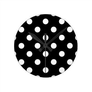 Relógio Redondo Teste padrão de bolinhas preto e branco