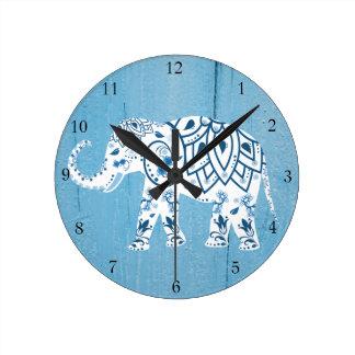 Relógio Redondo Teste padrão de madeira azul do elefante branco