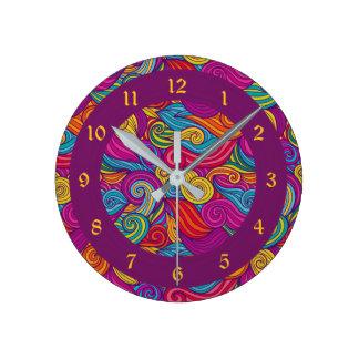 Relógio Redondo Teste padrão de onda colorido retro de Swirly do