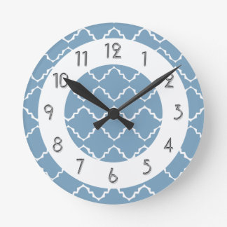 Relógio Redondo Teste padrão elegante de Quatrefoil - Lt Azul