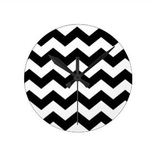 Relógio Redondo Teste padrão preto e branco de Chevron
