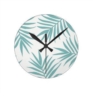 Relógio Redondo Teste padrão tropical verde delicado das folhas