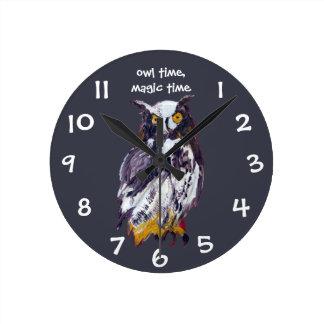Relógio Redondo Traz a mágica em suas asas